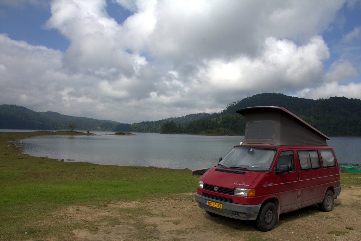 Van At Lagos De Montebello